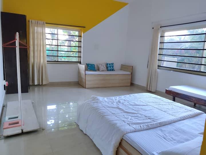 Private room w shared bath, Anjuna by Yogic Tattva