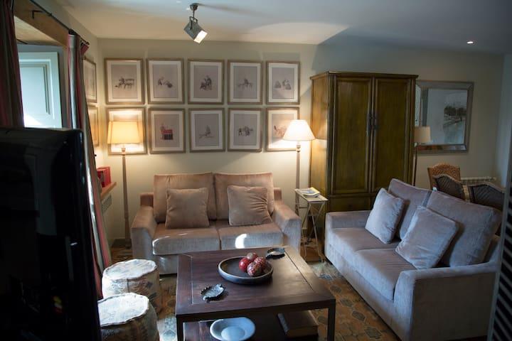 Antigua casa cántabra rehabilitada - Comillas - Dům