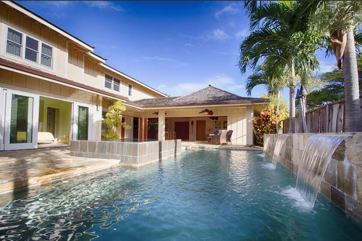 Luxurious 4/5BD in Gated Community