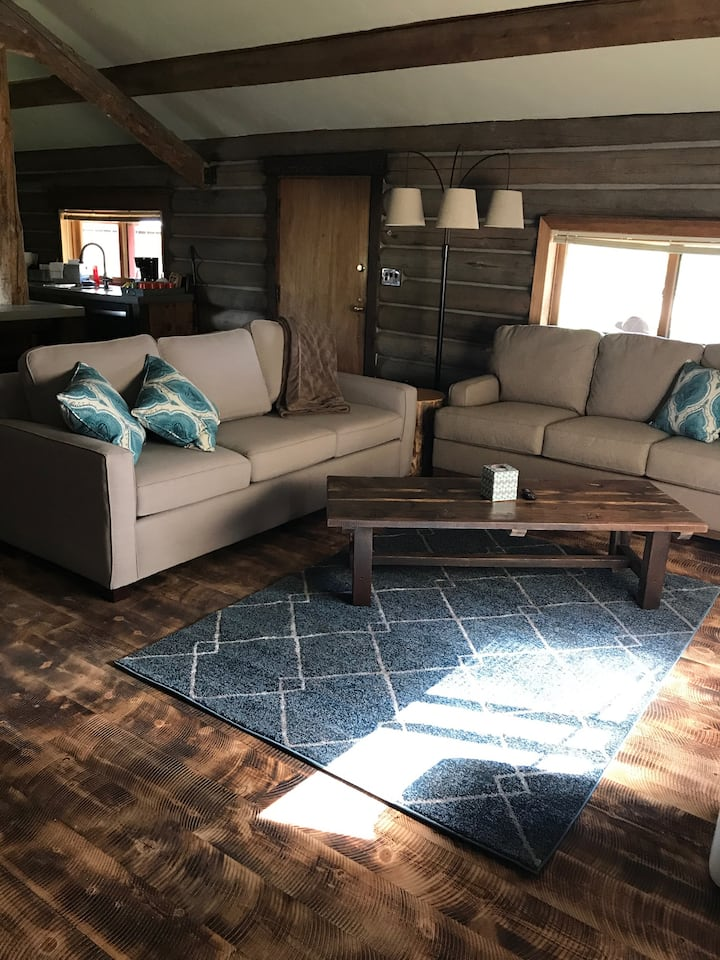 New High End Rustic Living- Minutes from Glacier!