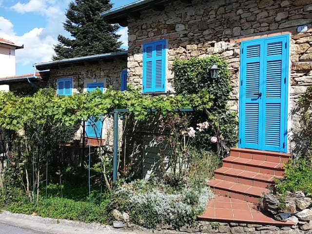 Rural cottage for country Holidays - Borgomaro - Dom