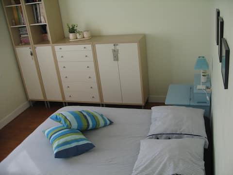 chambre privée dans résidence calme.