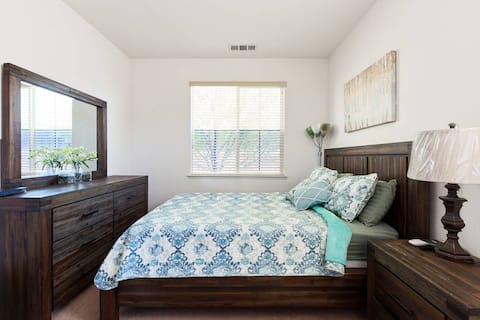 Sweet Prime RoomWalk to BART, Shopping & Dining.