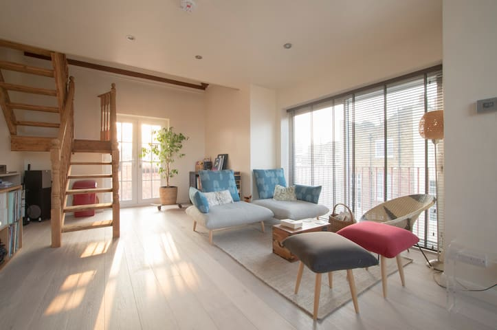 Perfect Location, Cool and Bright - Londyn - Apartament