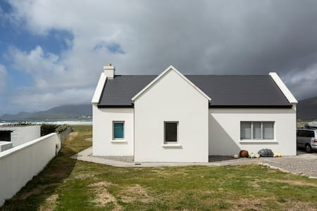 Designer cottage by the beach, Wild Atlantic Way - Keel - Casa