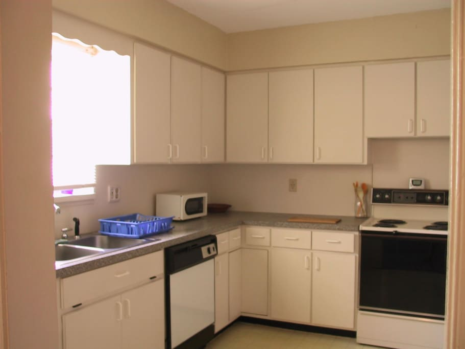 Full kitchen with all appliances and utensils
