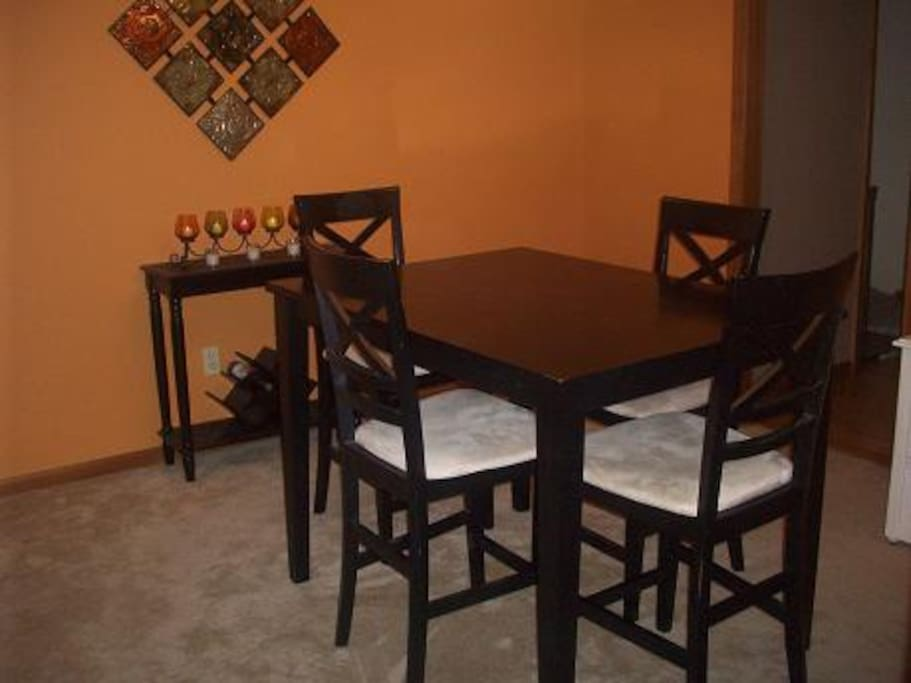 A second, more private dinine space to enjoy.