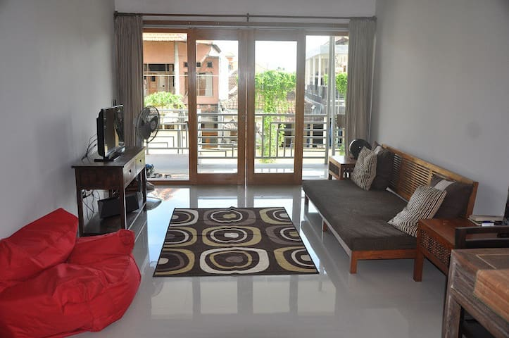 Spacious Modern Apartment with Pool - West Denpasar - Appartement