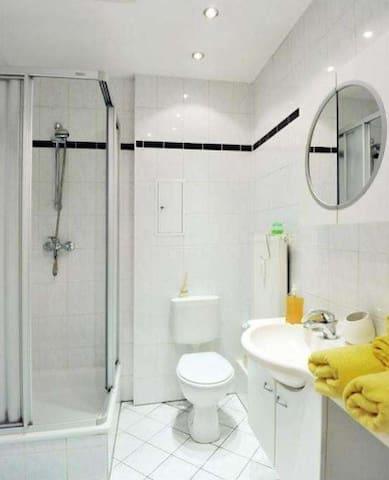 Simple 1 bedroom apartment