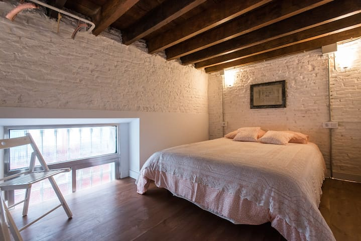 Spacious loft in old town of Seville (Alameda)