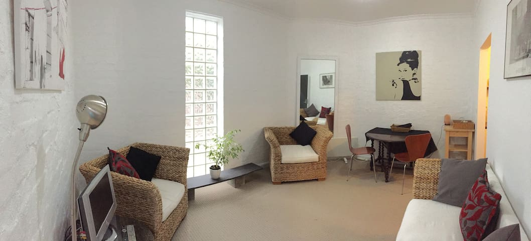 Quiet, private, laneway apartment - キウ (Kew) - アパート