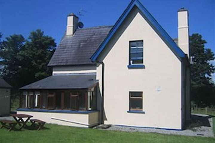 Charming country cottage | Temple House - Sligo - Maison