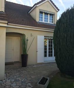Belle maison proche de Versailles - Voisins-le-Bretonneux - Talo