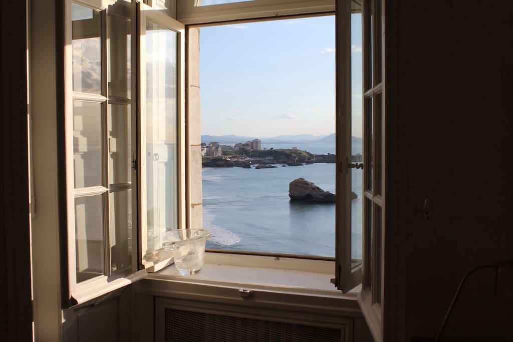 dans h tel particulier avec parking vue mer appartements louer biarritz aquitaine. Black Bedroom Furniture Sets. Home Design Ideas