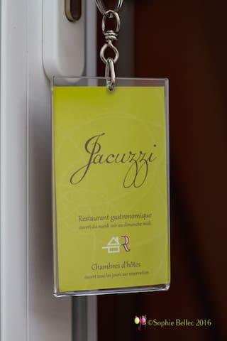 Grande chambre avec Jacuzzi privatif lit king size - Acquigny - Rumah Tamu