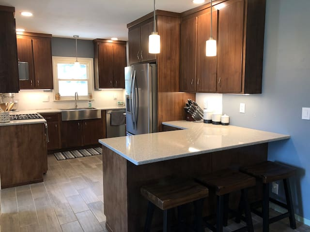 2BR Near ATW With New Kitchen and Bathroom