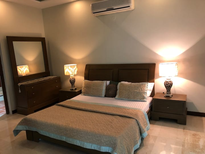 Shahmeer's Executive Double Room