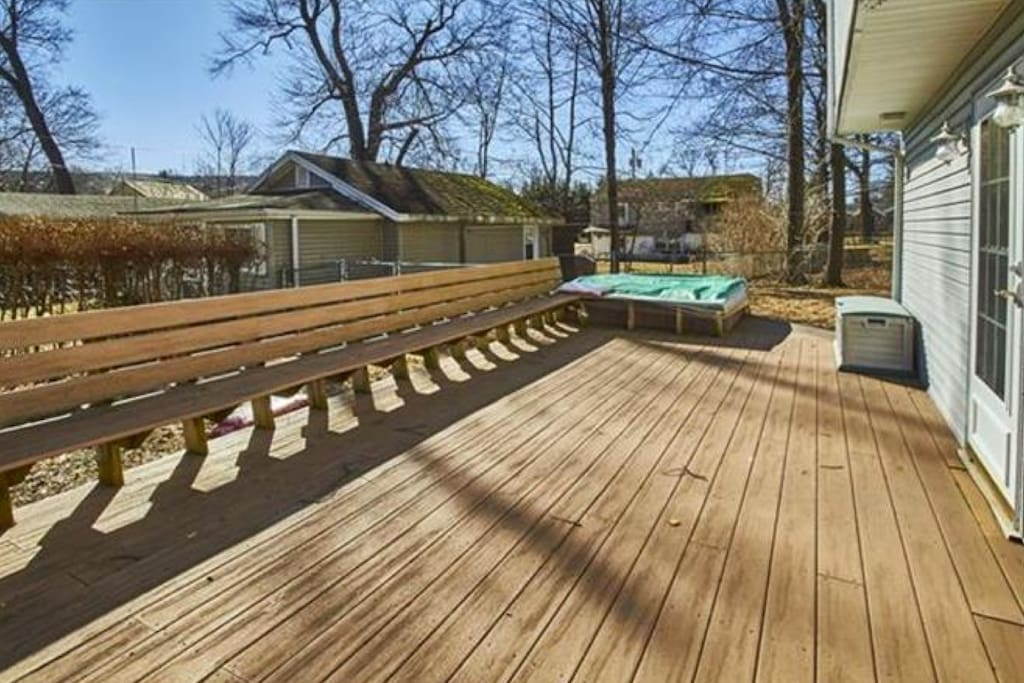 Big deck with hot tub for EXTREME lounging