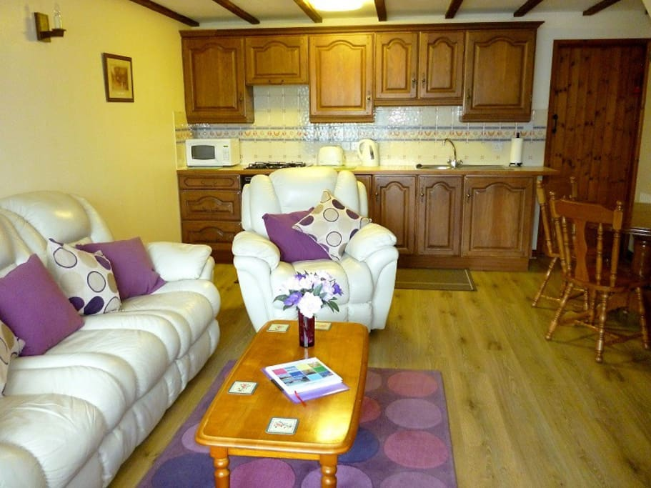Tigs Cottage has a fitted kitchen area with full size appliances.