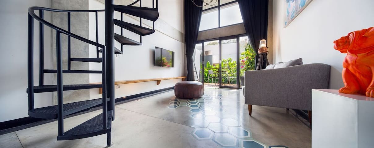 B32 Perfectly Loft w/ Balcony and Pool in Seminyak
