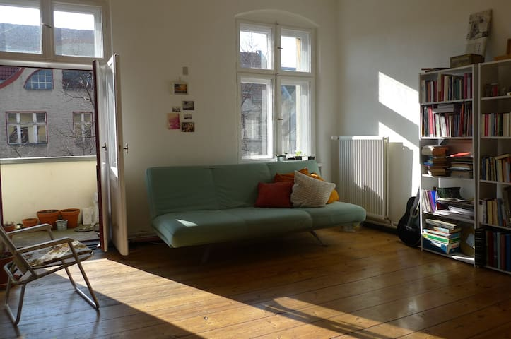 Lots of sun and space in Neukölln - Berlin - Apartment