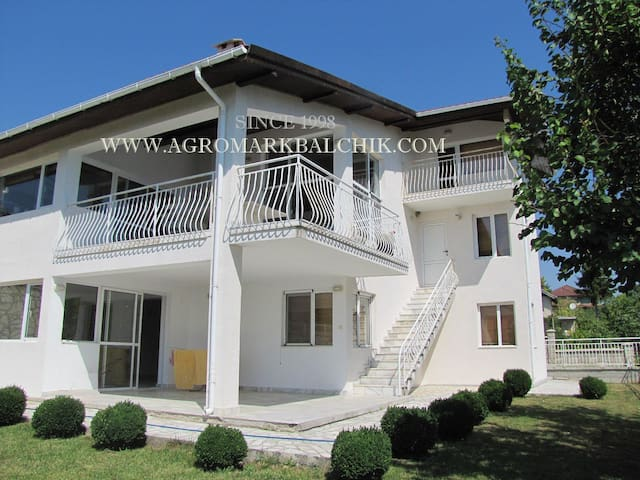 New villa with private tennis court - Balchik - Villa