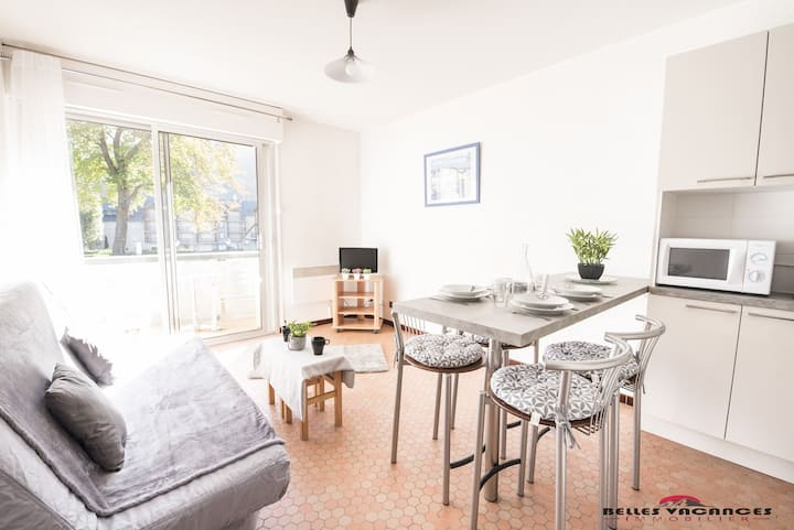 LOCATION APPARTEMENT SAINT LARY STUDIO CABINE 4 PERSONNES CENTRE VILLE