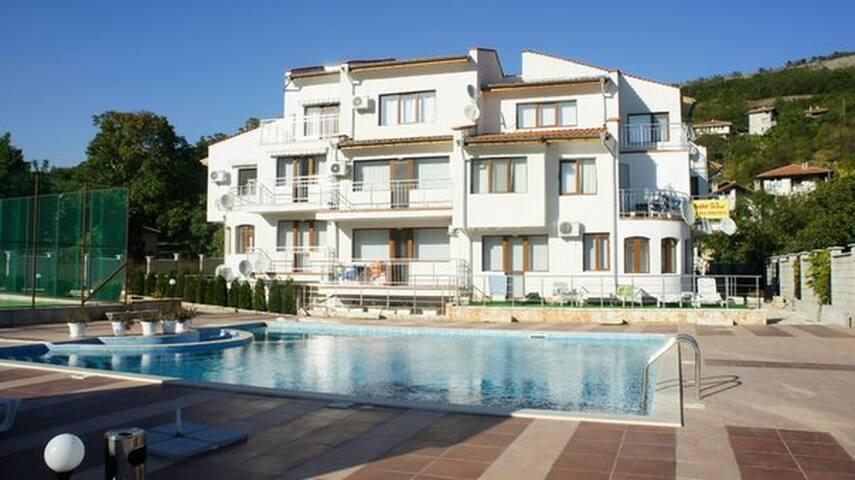 Appartamenti in affitto a for Piani di casa in tudor