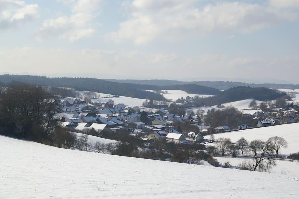 Aussicht auf Spaziergang am Dorfrand
