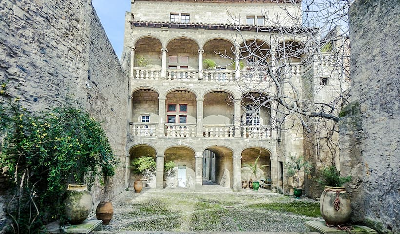 LUXURY apartment in a 17th century mansion - Pézenas - Casa