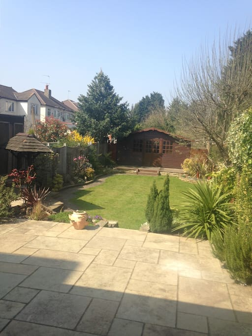Patio and well kept garben