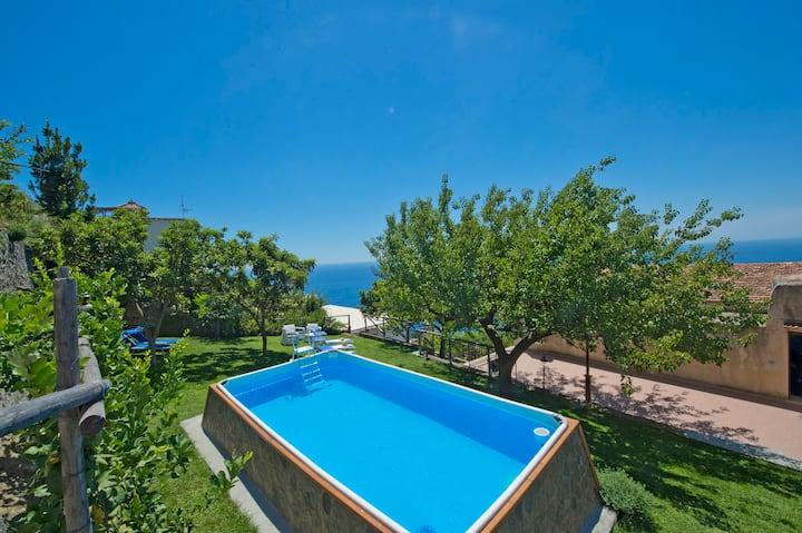 Villa+pool in the centre of Praiano