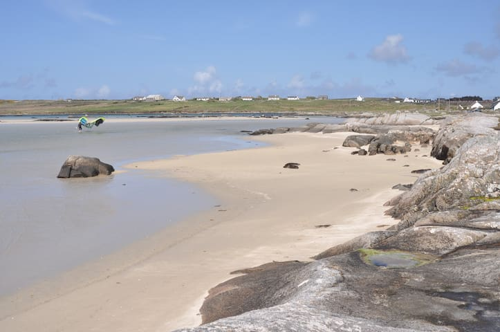 Sea View Apartment Nr beach 2Dbl's - Clifden