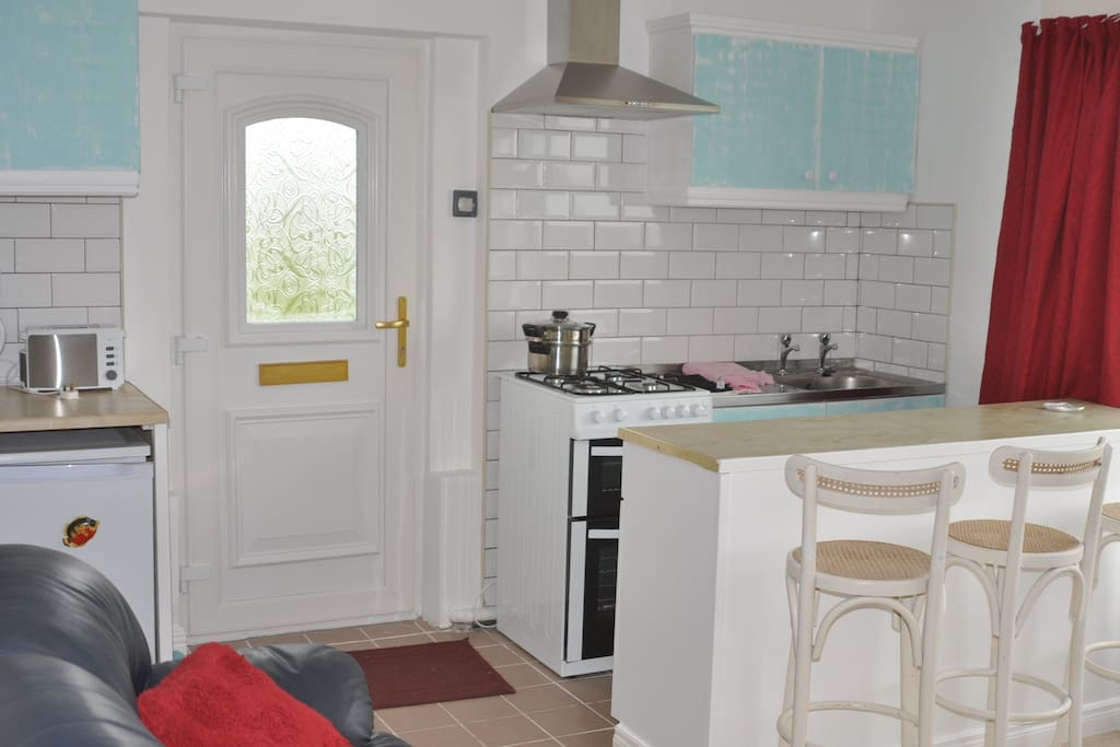 Fully equipped kitchenette and breakfast bar.