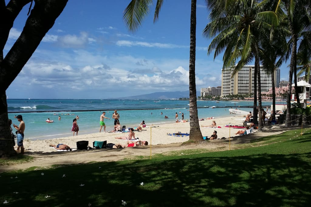 Just one block to this beautiful Waikiki beach.   Straight out to the beach.