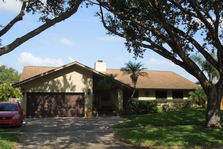 3 BR home with pool close to beach  - Cooper City - Дом