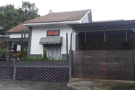 Villa Lusy Bromo - Probolinggo - Inap sarapan