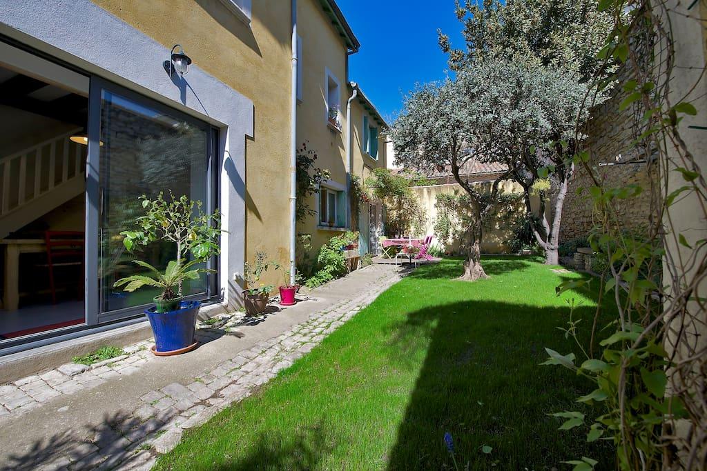 N mes maison de ville avec jardin maisons louer n mes languedoc roussillon france - Maison du jardin roubaix nimes ...