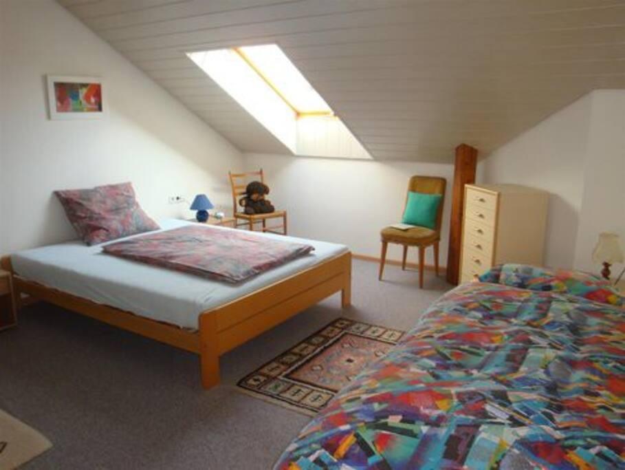Schlafzimmer für 3 Personen  (160m Doppelbett und Einzelbett)