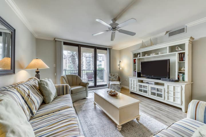 Modern condo with shared pool/hot tub, lagoon view and nearby beach access!