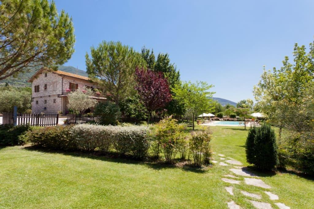 Il giardino dei ciliegi con piscina pernottamento e colazione in affitto a capodacqua umbria - Il giardino dei ciliegi ...