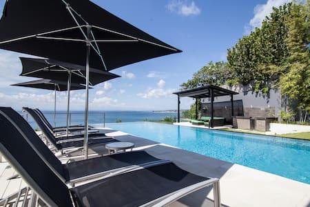 Oceanfront  Suluban Cliff BaliVilla - Villa