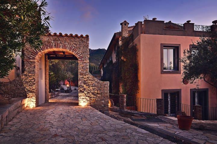 Borgo Paradiso, 4 suites, piscina, tennis/calcio