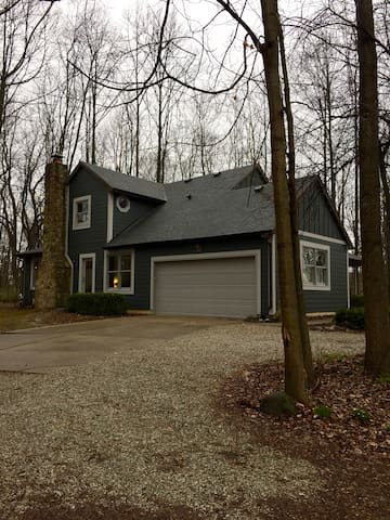 Wooded Private Retreat in historic town - Zionsville - Huis