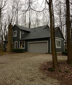 Wooded Private Retreat in historic town - Zionsville - Ev