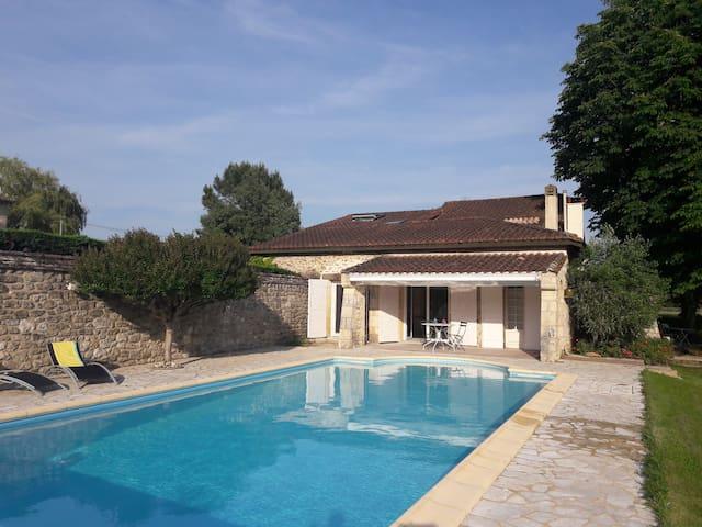 Maison de charme avec piscine et vue dominante