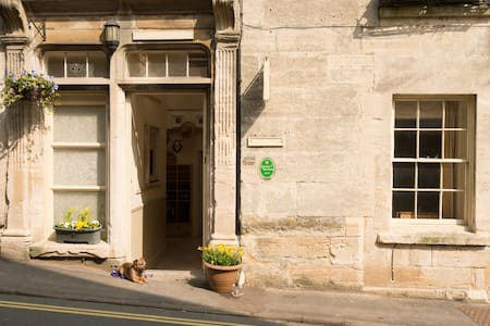 C18th charm in heart of Painswick - Bed & Breakfast
