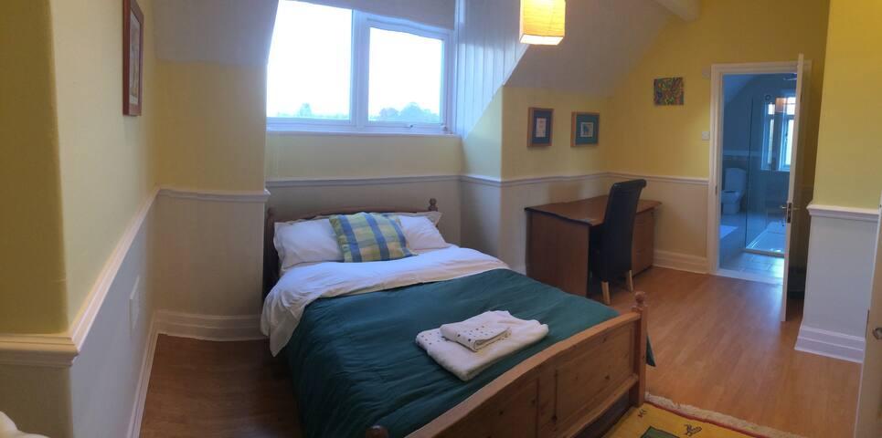 Double bedroom, with kitchenette near Christies - แมนเชสเตอร์ - บ้าน