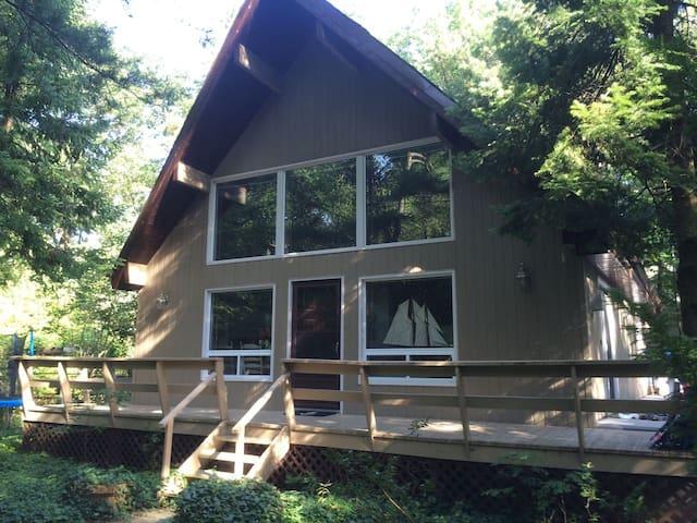 3 Bedroom Cottage in Grand Bend !!