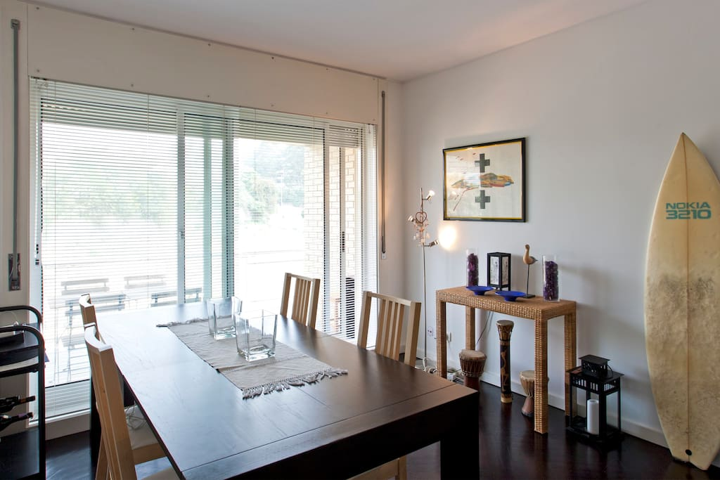 Amazing living-room with a diner table enough for 8 people and a sunny balcony where you can have your breakfast!!